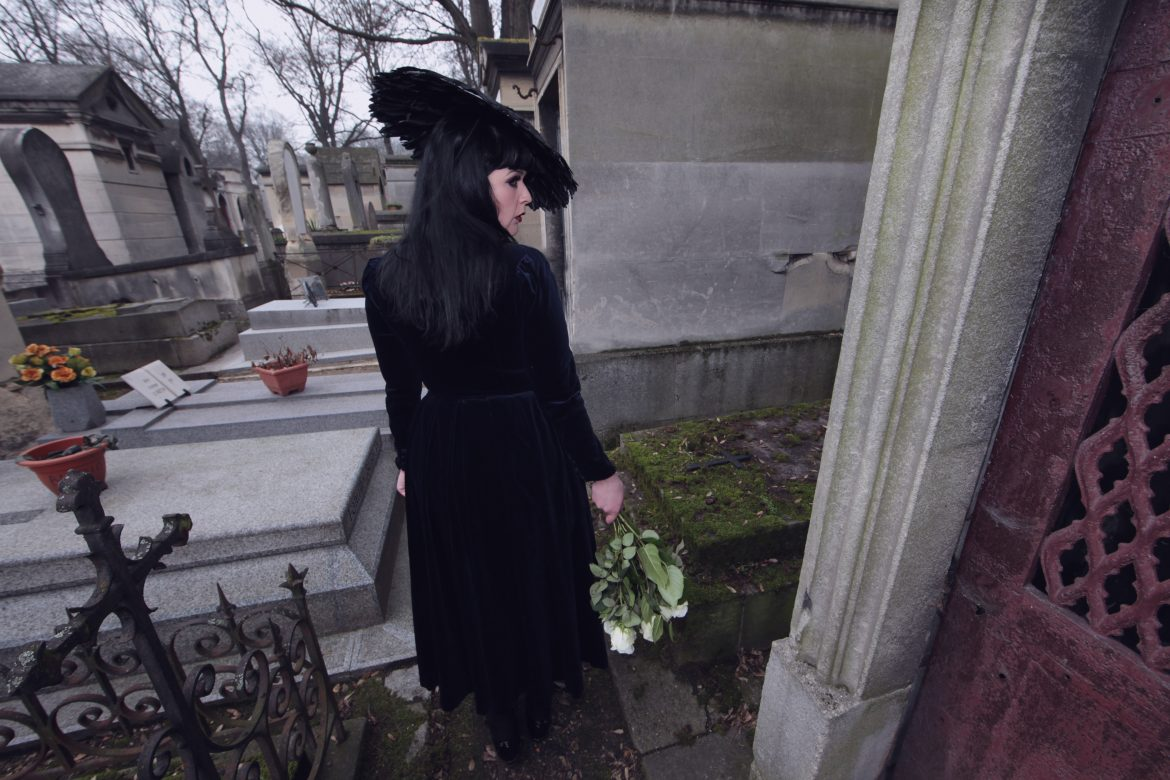 photoshoot at pere lachaise cemetery jim morrison grave